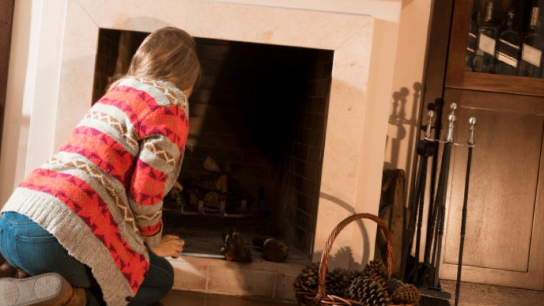 Nettoyer vitre cheminée : 3 astuces maison pour le faire